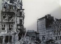 Historische Aufnahme von der Zerstörung des Ryneks am Ende des Zweiten Weltkrieges