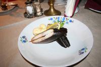 Geräucherter Aal auf kaschubischen Geschirr