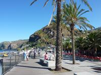 Die Promenade von Ribeira Brava