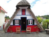 Santana und seine  strohgedeckten Häuser