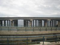 Stützpfeiler der Rollbahn am Airport