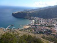 Madeira, Blick vom Pico do Facho zum Flughafen und auf Machico