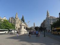Hauptplatz mit dem Reiterstandbild von Don Pedro IV.