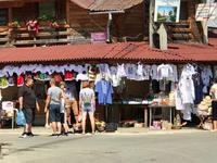 Sapanta: Händler vor dem Fröhlichen Friedhof