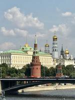 Moskau: Blick auf den Kreml-Komplex und die Moskva