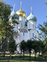 Sergiew Possad: Im Dreifaltigkeitskloster des Heiligen Sergeij