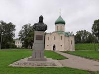 Wladimir. Büste von Fürst Newski und Kirche d. Hl. Demetrius.