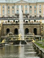 Peterhof: Die große Kaskade und das Große Palais