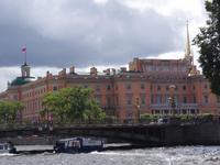 Bootsfahrt auf einem Kanal der Newa