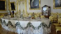 die Festtafel im Weißen Paraden-Speisesaal