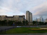 Blick vom Hotel aus nach Süden. Es wechselten teils ansehnliche Gebäude...