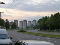 ... mit den typischen, breiten russischen Straßen...