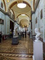 Und eine weitere Halle mit verschiedenen Skulpturen. Unter anderem auch einige von Michelangelo.