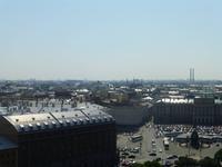 Blick vom Säulengang der Isaaks-Kathedrale. Rechts unten der Isaaksplatz, links das Hotel Astoria.