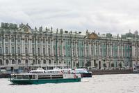Fassade des Winterpalastes von der Newa-Seite
