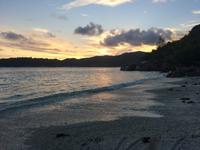 Sonnenuntergangsstimmung am Strand des Emerald Cove Hotels