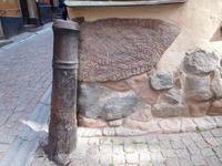 Stockholm_Altstadt_Kanone_Runenstein