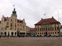 Rathaus und unser Hotel in Kalmar