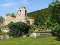 1358Die Mauern der Klosterkirche sind noch am besten zu erkennen