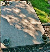 Mariefred, am Grab von Kurt Tucholsky