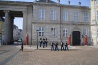 Wachablösung am Schloßplatz Amalienborg