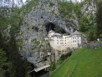 Predjamski Grad - die Burg vor der Höhle