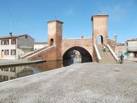 Comacchio, Brücke Trepponti