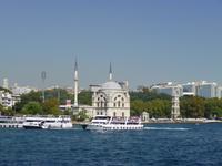 Bosporus-Schifffahrt - Dolmabahce-Moschee