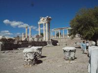 Akropolis und Säulenreste