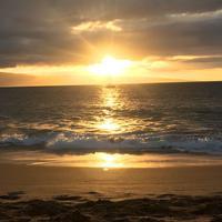 Maui, ein letzter Sonnenuntergang am Strand vor unserem Hotel