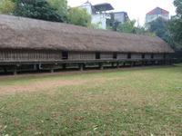 Ein traditionelles Langhaus im Ethnologischen Museum Hanoi