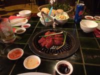 Abendessen im Saigon mit Grill auf dem Tisch