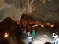 Besuch einer Höhle in der Ha Long Bucht