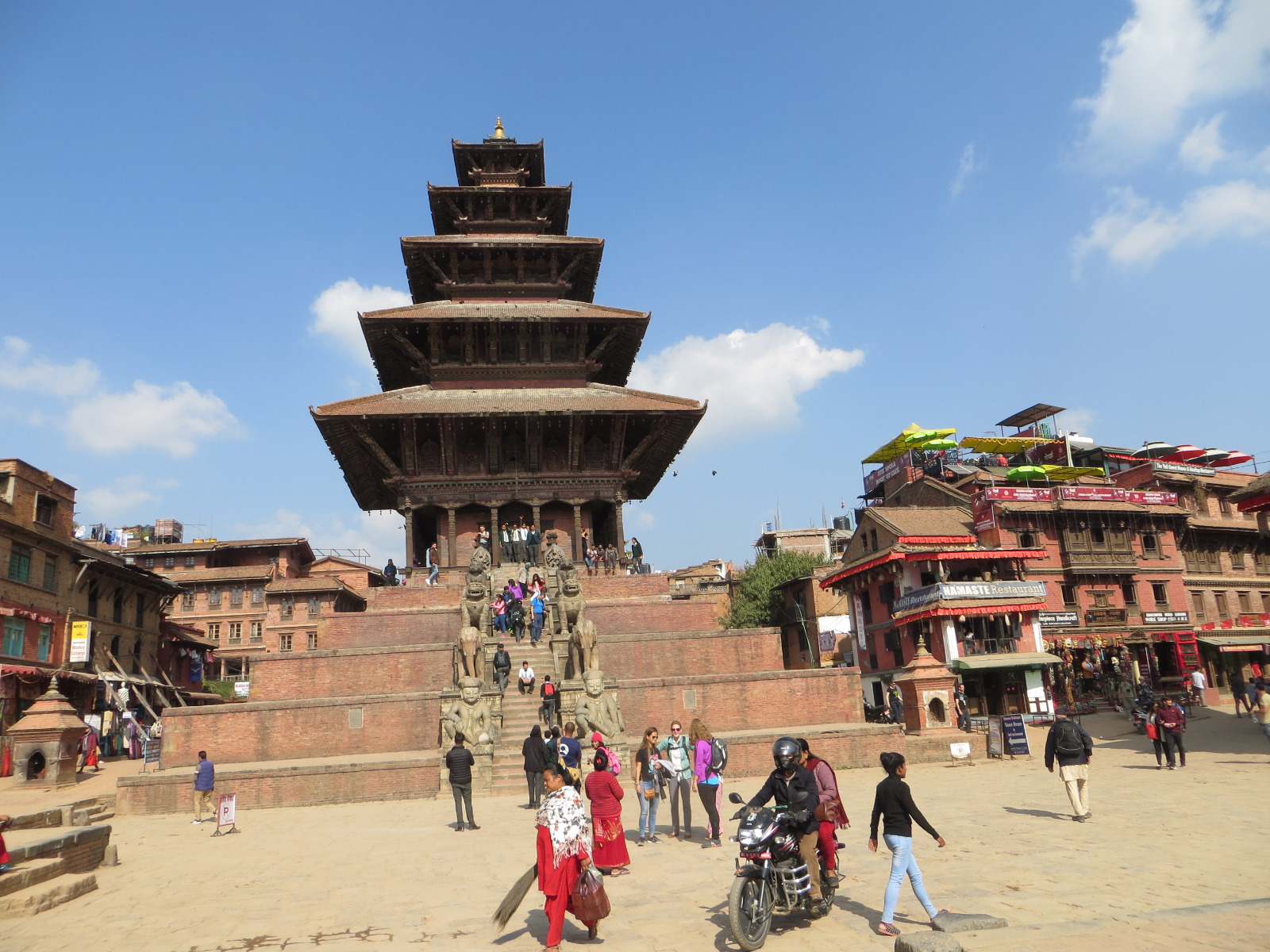 https://www.eberhardt-travel.de/reisebilder/reisetipp/kathmandu-nepals-hauptstadt-zwei-jahre-nach-dem-erdbeben/original/1500682