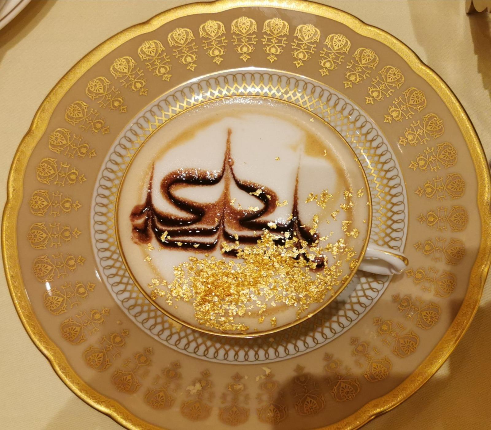 https://www.eberhardt-travel.de/reisebilder/reisetipp/wann-hat-man-schon-mal-die-gelegenheit-echtes-gold-zu-trinken-in-abu-dhabi-im-emirates-palace-hotel-kein-problem-/original/1888580